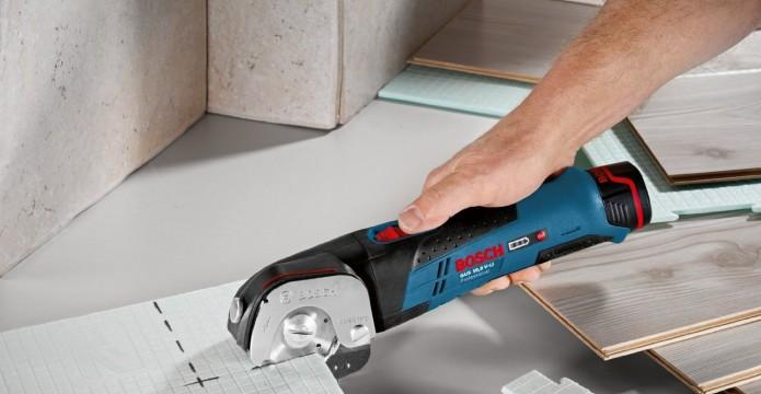 Bodenbelag schneiden mit Bosch Universalschneider