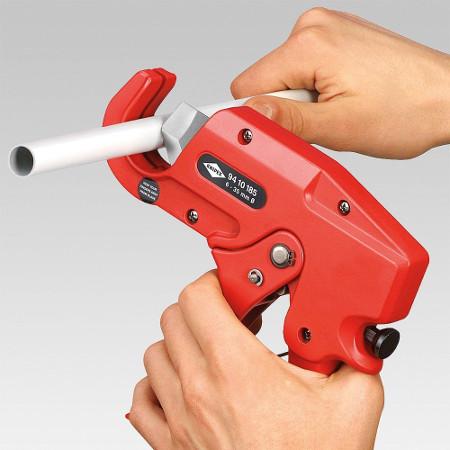PVC Rohr schneiden leicht gemacht: Die Knipex Rohrschere hilft dabei