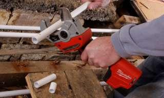 Milwaukee Akku Rohrschneider: Kunststoffrohr schneiden ging nie schneller und leichter