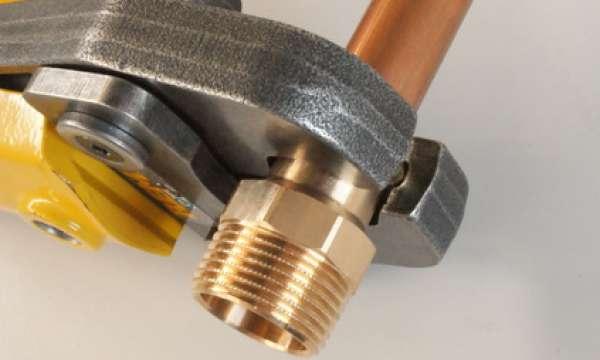 REMS Presszange – Wasserrohre verbinden