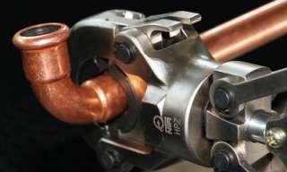 Wasserrohre verbinden mit einer Presszange und Press Fitting